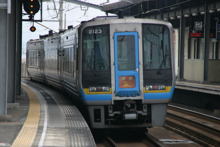 特急「南風」丸亀駅にて.JPG